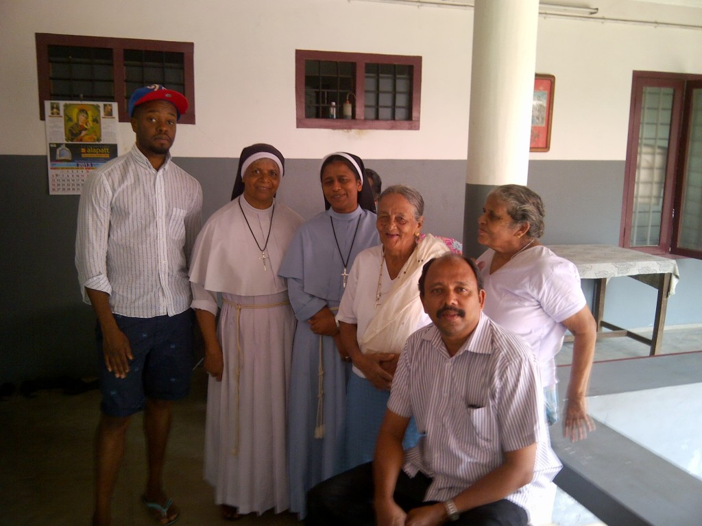 M.Washington and Peter thettayil with the sisters and elderly clients fo the Karuna Bhavan Social Center Old Age Home